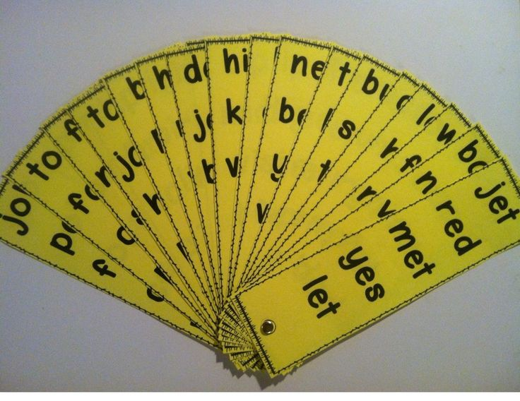 {FREEBIE} Fluency Fans! This set focuses on real CVC words. Each blade contains five different CVC words using the same vowel. There are four fan blades per vowel and 20 fan blades in all!