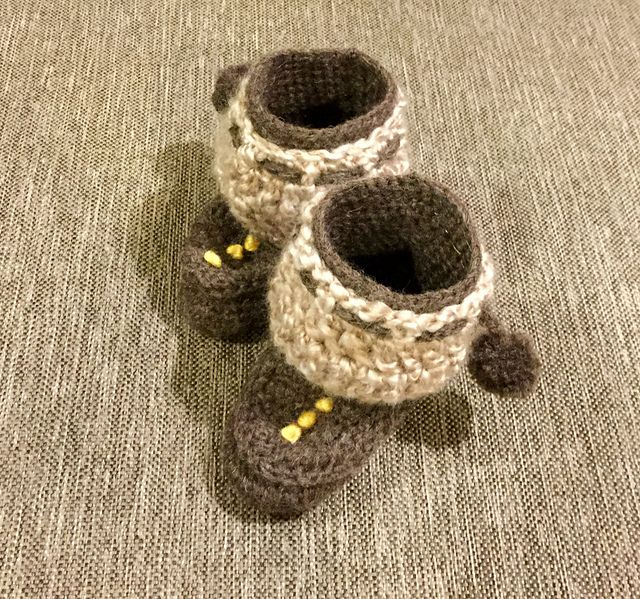Ravelry: Project Gallery for Baby Moccasins and Mukluks pattern by Ruby Needles. Crocheted by Hermanie