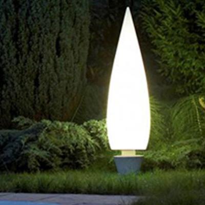 Kanpazar 150 C exterior    Luminaria fluorescente para exterior (2x55W) 2G11 o (2x21W) G5  Fabricada en PE antivandálico blanco opalino liso resistente UVA  Kanpazar C tiene una base de hormigón, es portatil y posee una longitud de acometida max. de 3,5 metros. Disponible con 2 versiones de luz fluorescente: 2G11 y G5.   Esta última permite el empleo de tubos de color. Mandamos en blanco  H 1760mm, diámetro base 195mm  www.teknilight.com