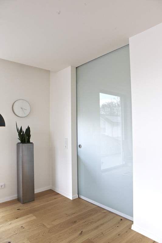 Glasschiebetür in einer Wand