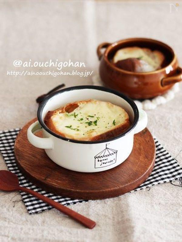 オニオングラタンスープを作るのに大切なのは 飴色玉ねぎです!! 飴色たまねぎを作る /時短ワザ\ 電子レンジで加熱します!!! 普通ですけど これをやるかやらないかでは偉い違いです! 機会がありましたらぜひお試しくださいね^^