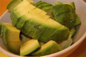 Pateu de broccoli şi avocado (de la 9 luni)