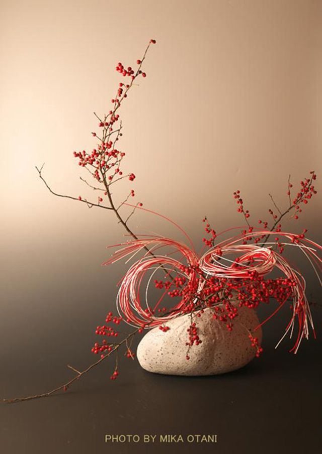 On DueAlberi blog today: Japanese Holiday Arrangements with Mizuhiki by Mika Otani