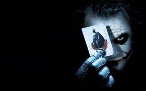 Обои Джокер с картой: Карта, Джокер, Бэтмен, Клоун, Фильмы, картинки, фото.