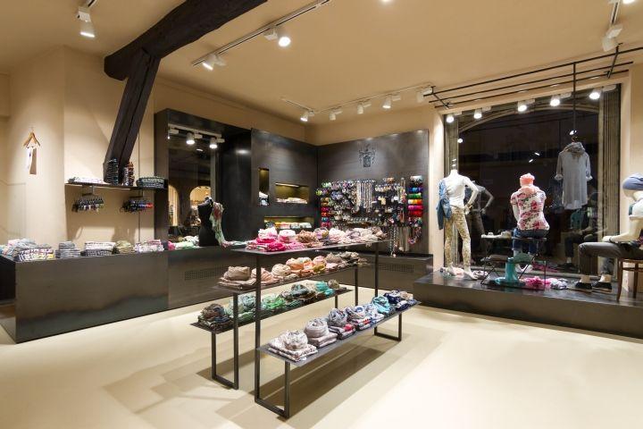 Schmid von Bosio store by Lineematiche creative lab, Bolzano – Italy