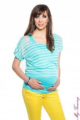 Conjunto Top+camiseta turquesas para mamás modernas. El conjunto incluye: top de tirantas anchas y fruncidos a ambos lados y camiseta suelta de rayas.