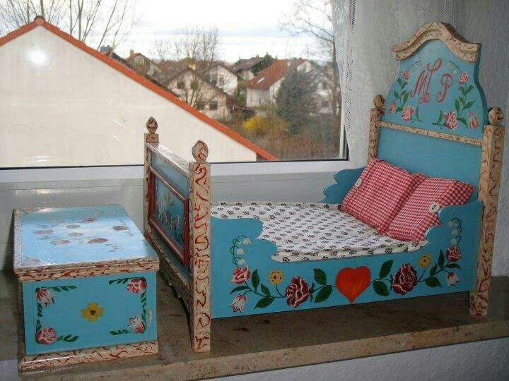 Antique doll furniture from the flohmarkt along the Rhine River in Mainz.