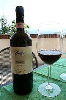 Juoma: BAROLO  on italialainen punaviini. Viini on kotoisin Piemonten maakunnasta. Barolo tehdään kokonaan nebbiolo rypäleestä.