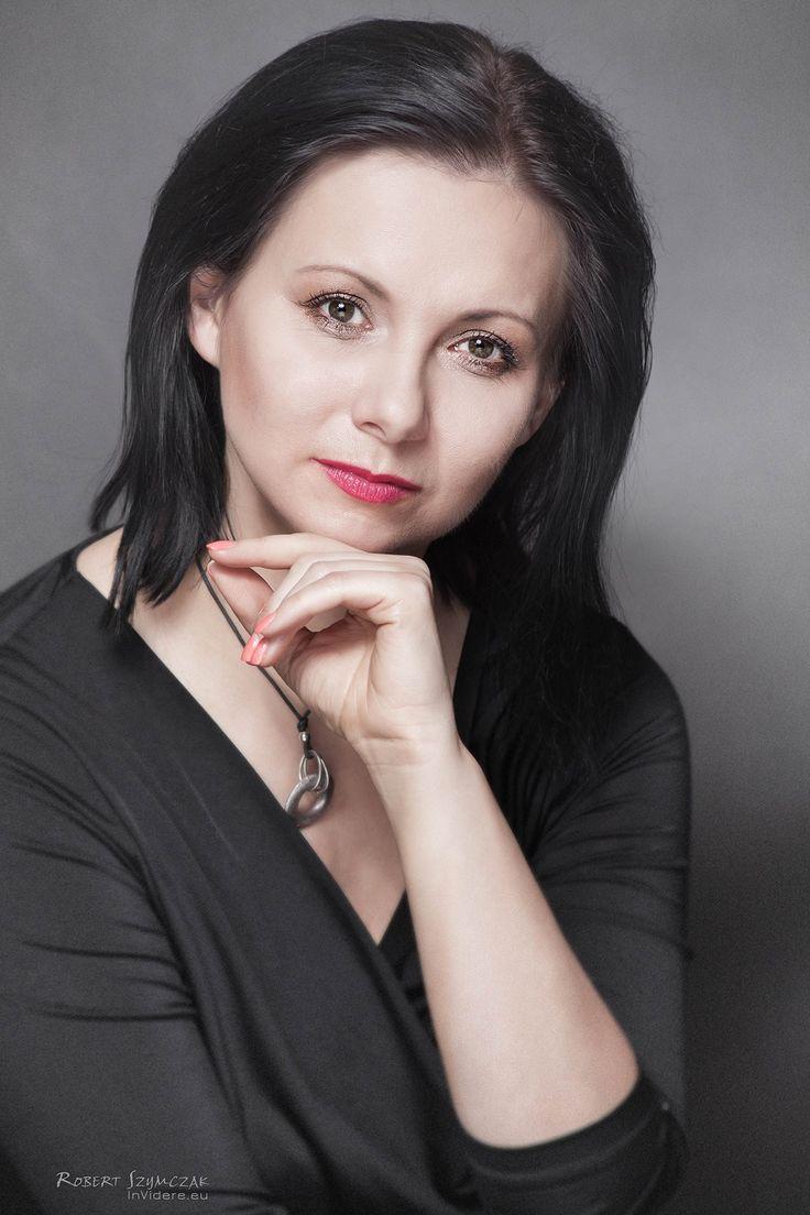 Fotograf: Robert Szymczak  Modelka: Katarzyna Blachowska MUA, włosy i stylizacja: Marta Lityńska  Polub mnie na Facebooku: https://www.facebook.com/MartaLitynskaMSB  A to mój Instagram: https://instagram.com/martasarablanka