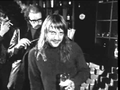 ▶ Soft Machine - Live at Theatre 140 in Brussels, Belgium. Filmed January 15, 1971 for a pop show on RTBF television] Line-up: Mike Ratledge - Keyboards . Elton Dean - Alto Sax, Saxello . Hugh Hopper - Bass . Robert Wyatt - Drums