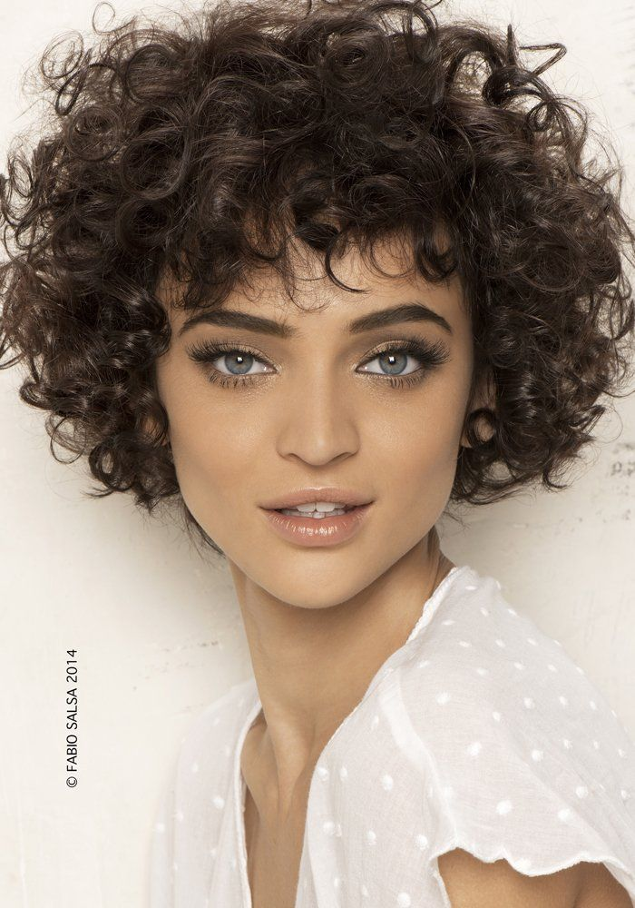 Coiffure curly court femme