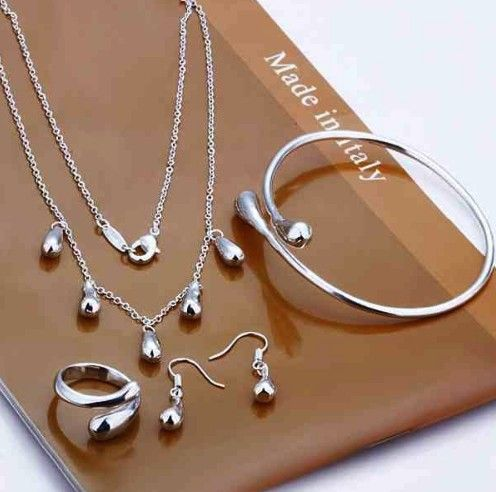 set bijuterii cu cercei, colier, bratara si inel http://www.bijuteriifrumoase.ro/cumpara/set-bijuterii-argintii-waterdrop-3416