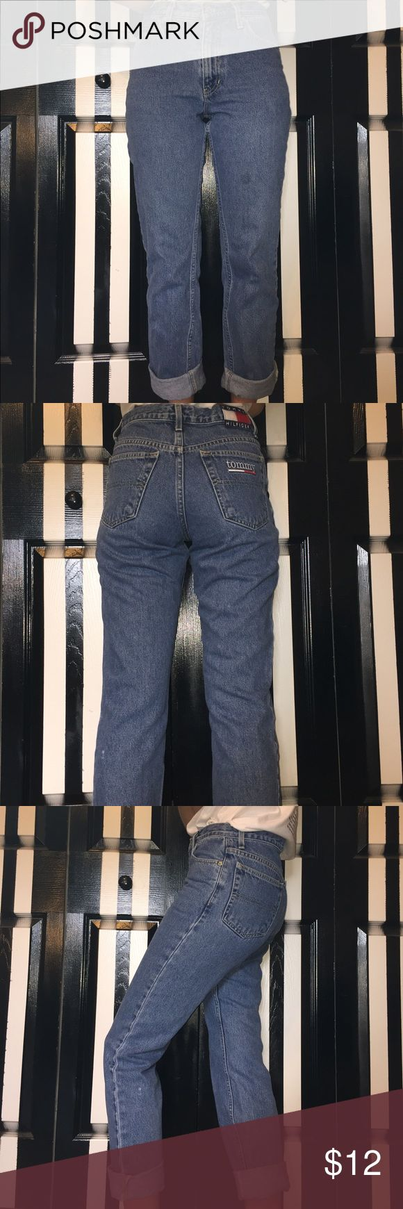 Vintage TOMMY HILFIGER jeans, high-waisted Vintage TOMMY HILFIGER jeans, high-waisted mom jeans, pre-owned, so a little worn out but still cute. Size 5/32 Tommy Hilfiger Jeans Boyfriend