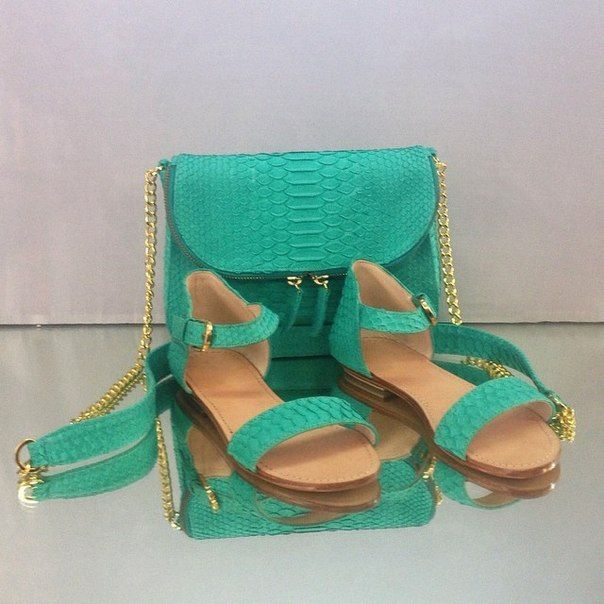 Fashion handbag handcrafted in Bali from 100 % genuine python skin. Will be handmade especially for you with love and care.  Absolutely hot and unique designer handbag! A must have fashion item, that will definitely have you standing out from the crowd! #fashion #python #pythonbag #shoes #pythonshoes #anysize