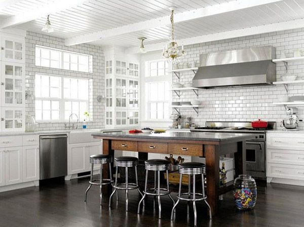 White on White: hylder, Kitchens meto tiles