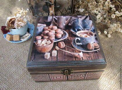 Купить или заказать Кофейный короб 'Кофе по-деревенски' в интернет-магазине на Ярмарке Мастеров. Прелестный короб в стиле кантри для хранения кофе в зернах, сахара, мелкого печенья. Выполнен в технике художественный декупаж с элементами старения, ручной росписи, многослойного морения, вощения, отшлифован вручную, очень приятный на ощупь. Приятно получить в подарок такую необычную, стильную вещицу. Такой подарок, точно не останется незамеченым и займет свое достойное место на кухне.