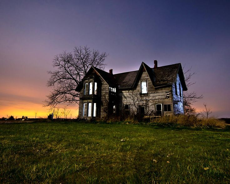 17 best images about hideaway 39 s on pinterest romantic for Famous haunted houses for sale