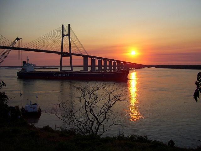 Amanecer en el puente Rosario-Victoria by Luty Sartori, via Flickr