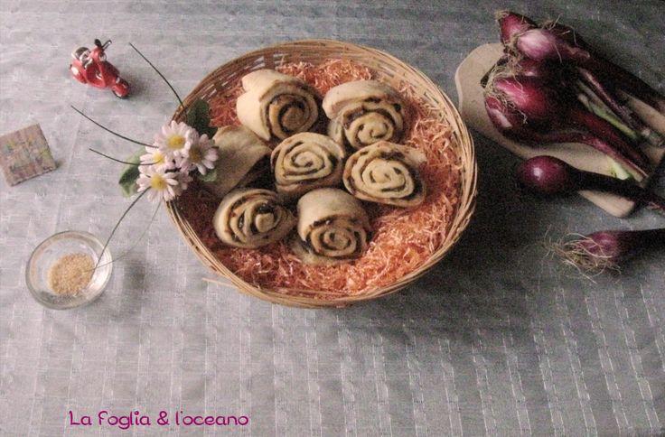 Bocconcini di pane con cipolle rosse caramellate