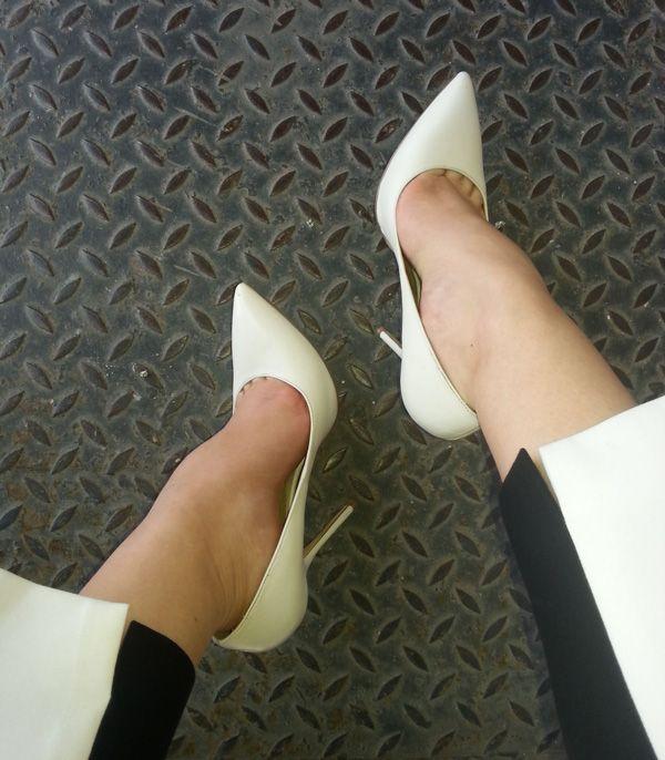 http://leti.ro/en/2014/05/20/pantofii-albi-favoritii-verii/