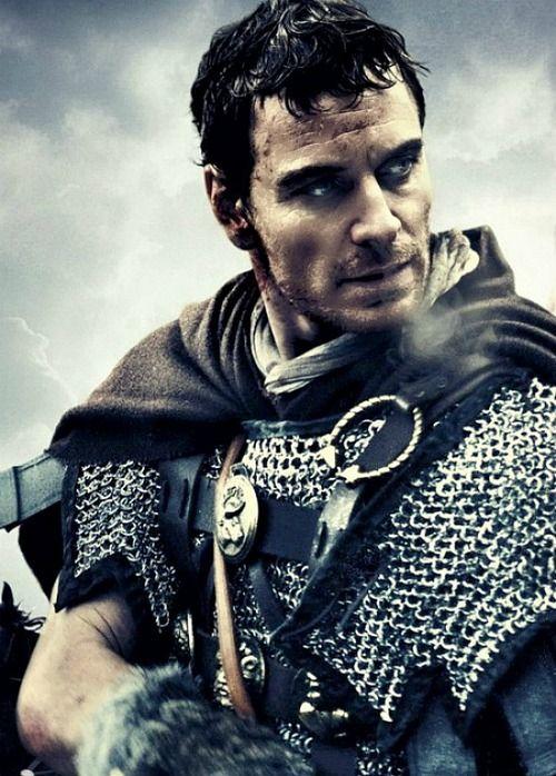 Michael Fassbender dans Centurions de Neil Marshall (2010). Histoire du massacre de la 9ème légion romaine par les Pictes (situés dans l'Ecosse de l'est).