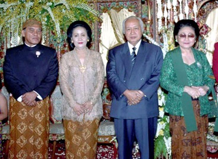Jenderal LB Moerdani - Ibu Hartini Moerdani (Sosrodihardjo) dan Jenderal Soeharto - Ibu Tien Seharto