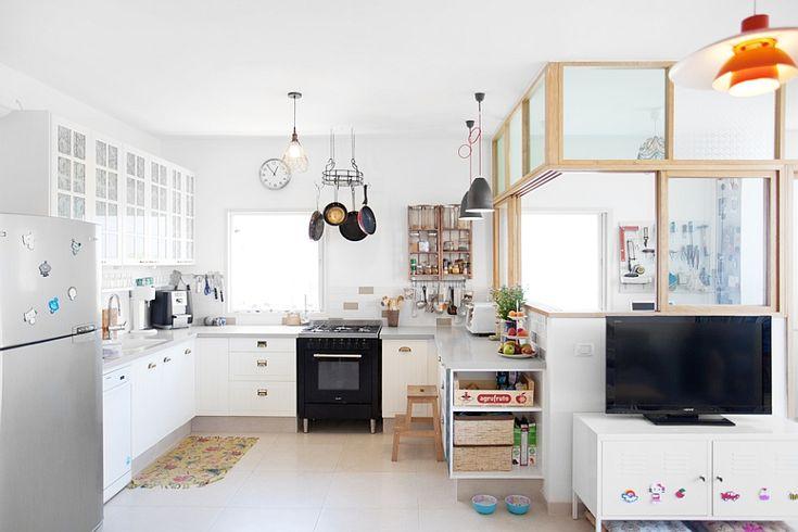 Gorgeous Family Apartment Interior Space Maximization: Sleek Modern Kitchen Apartment Decor With Hanging Storage ~ stepinit.com Apartment Inspiration