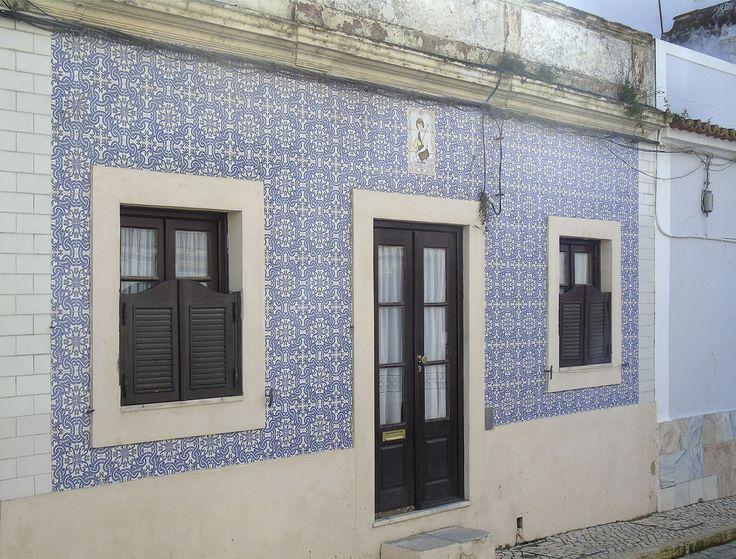 Alcochete   Registo de São João Baptista / Register of Saint John the Baptist [© Ana Almeida] #Azulejo #AzulejoDoMês #AzulejoOfTheMonth #Santos #Saints
