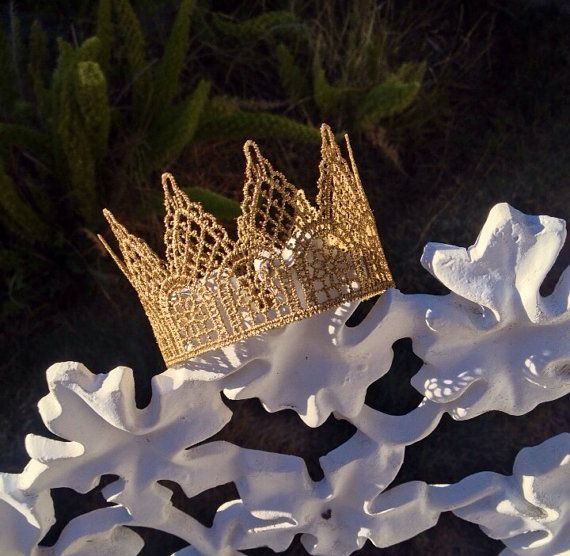 27 Best Plastic Crowns Metal Crowns Amp Tiaras Feeling