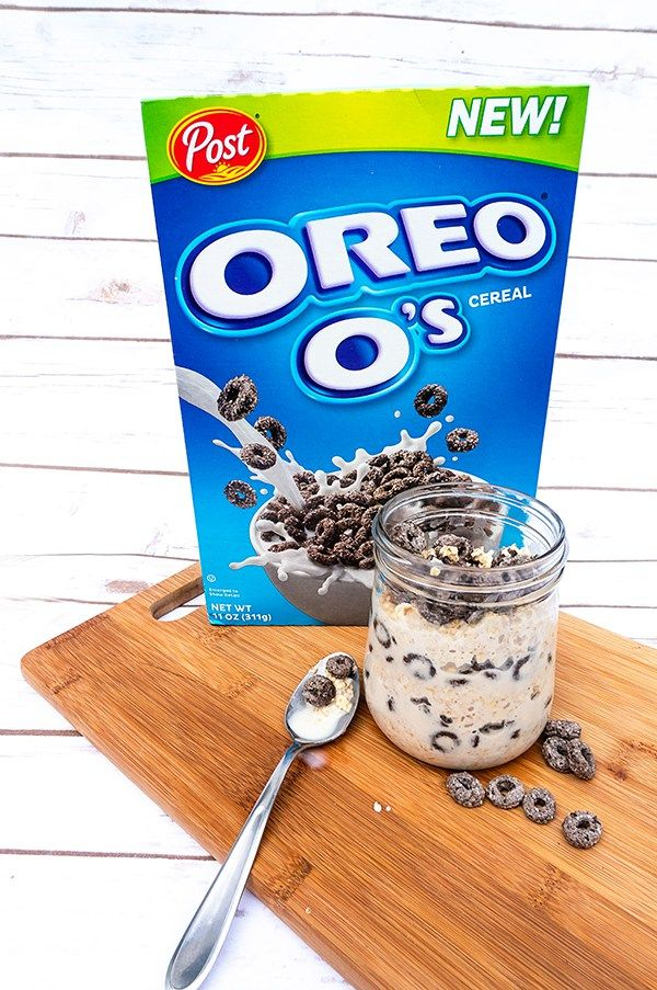 Delicious Cookies & Cream Overnight Oats (& Oreo O's Cereal Bars) | Mom Envy