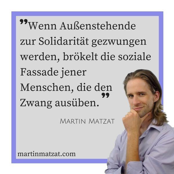 #Zitate #Sprüche #Weisheiten #Quotes Wenn Außenstehende zur #Solidarität gezwungen werden, brökelt die soziale #Fassade jener Menschen, die den #Zwang ausüben. #sozial
