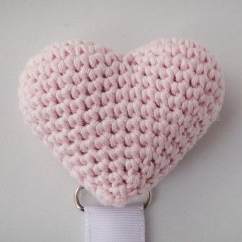 Chupetero corazón amigurumi