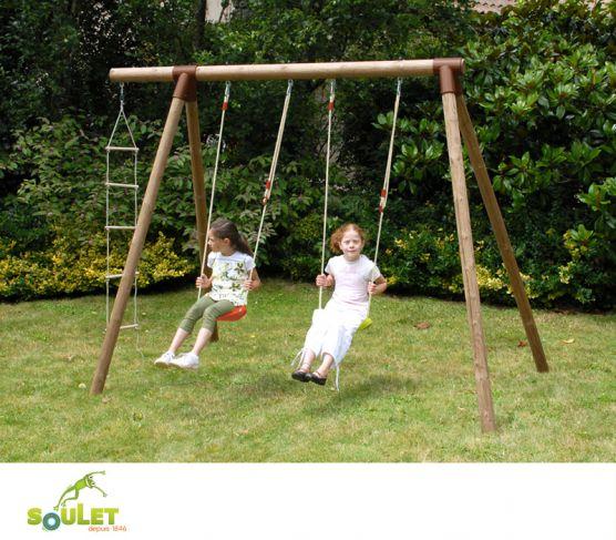Portique bois Soulet TAÏGA composé de deux balançoires et d'une échelle 5 barreaux.