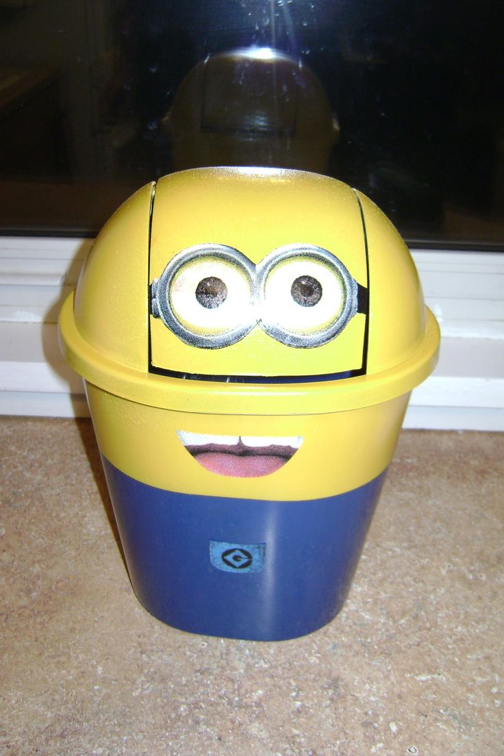 dollar store garbage can spray painted like a minion