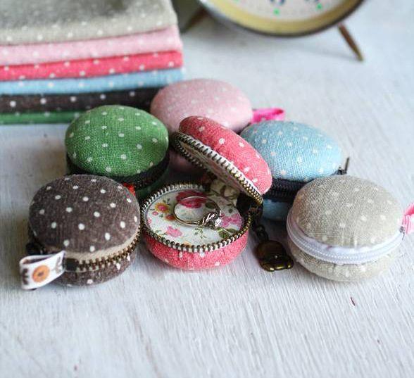 Super idée originale pour la fête des mères. Créer des mini-pochettes en forme de macarons.