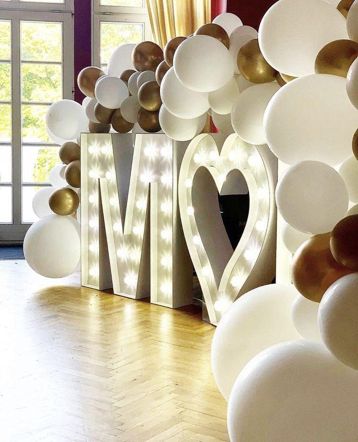 T r a u m d e k o r a t i o n ✨ ————————————- Wie gefällt Euch diese Kombination ? Wir finden diese gigantische Ballongirlande passt perfekt zu den LED - Buchstaben 🥰👍🏼    Werbung* • • • #weddingday #weddingdetail #weddingdecoration #weddinginspo #weddinginspiration #hochzeitsdeko #hochzeit #ballons #LED #hochzeitslocation #berlin #brandenburg #ballondecoration #weddingplanner #traumhochzeit #dreamwedding