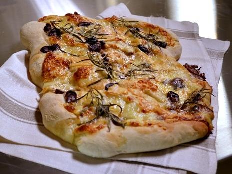 Brytbröd med oliver, ost och rosmarin - Ernst Kirchsteiger