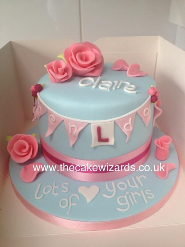 Hen do cake without including any body parts!