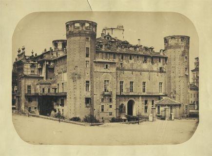 Francesco Maria Chiapella Palazzo Madama 1860 ca, albumina da lastra al collodio, mm 300x419 (463x584), Collezione Simeom, D 2723