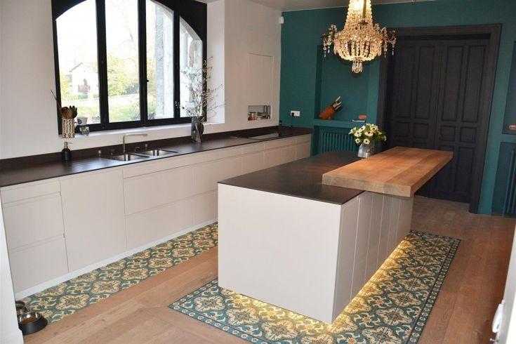 double bande de carrelage avec parquet cuisine cuisishop sols pinterest parquet cuisine. Black Bedroom Furniture Sets. Home Design Ideas