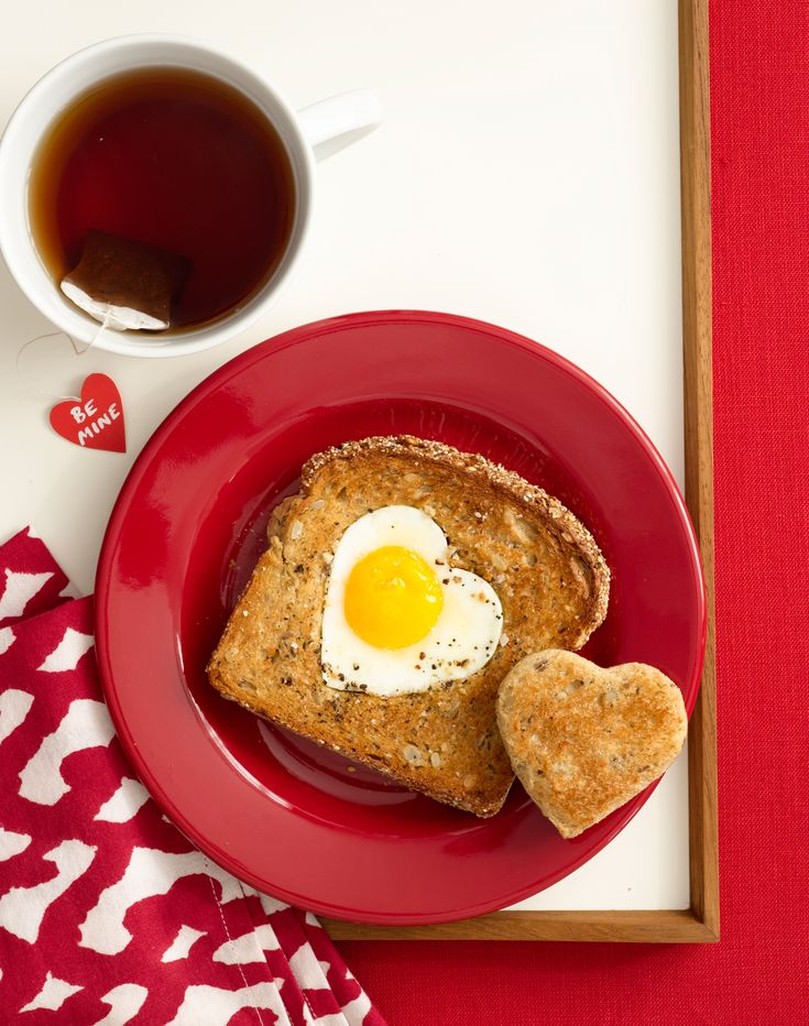 25 best images about ideas for valentine 39 s day on for Breakfast in bed ideas