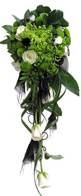 Brudbukett Bridal flowers. Roses Akito, chrysanthemum Anastasia, santini Froggy, philodendron, caryota http://holmsundsblommor.blogspot.se/2013/09/tuff-droppe.html 130915