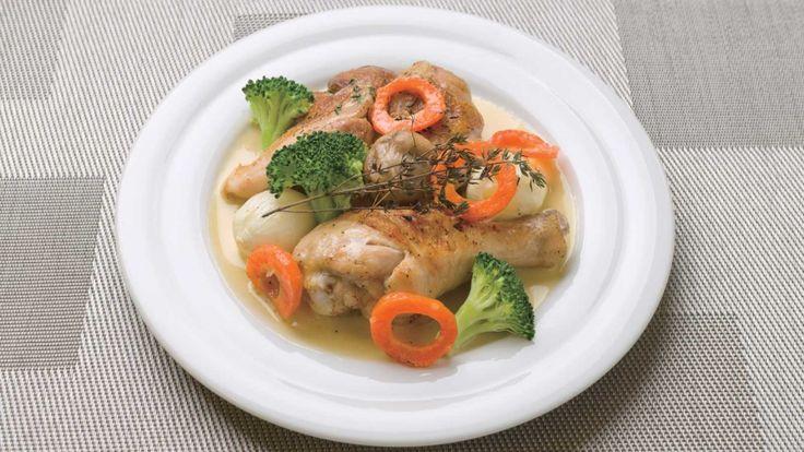 山根 大助 さんの鶏もも肉を使った「骨付き若鶏もも肉のレモン風味クリームソース仕立て」。 NHK「きょうの料理」で放送された料理レシピや献立が満載。