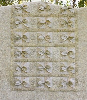 Wedding quilt that actually 'ties the knot.' Beautiful and elegant. Love this!!! Thank you Bella Nonna for designing such amazing quilt patterns.