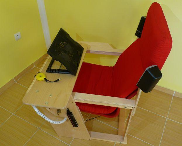 Multimedialní křeslo pro práci s notebookem, tabletem, nebo čtení knih. S vestavěným chladičem , který lze naklonit.