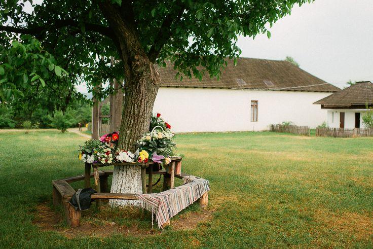 Iulia-Andrei-traditional romanian wedding_land of white deer (39)