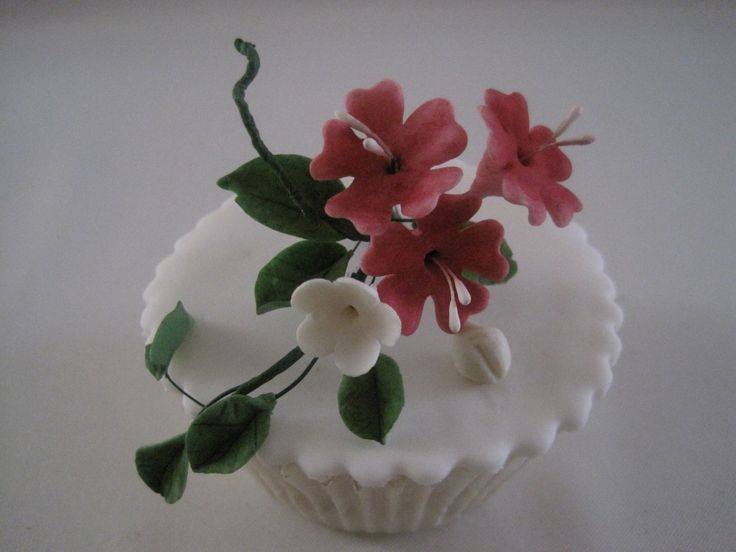 Cup cake  with flowers