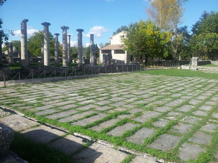 Saepinum. Il Foro e la Basilica a margine.