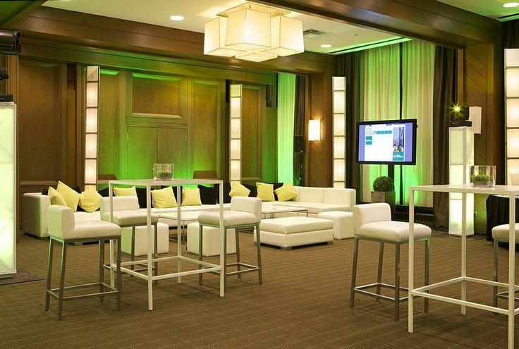 Hilton Quebec's Villeray-Tourny meeting room can be transformed to suit your desires! - La salle Villeray-Tourny du Hilton Québec peut prendre l'apparence qui convient à vos désirs!