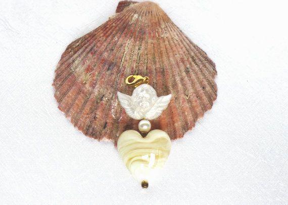 Charm Anhänger mit Glas Herz und weißem Engel von JewelsbyLonasART
